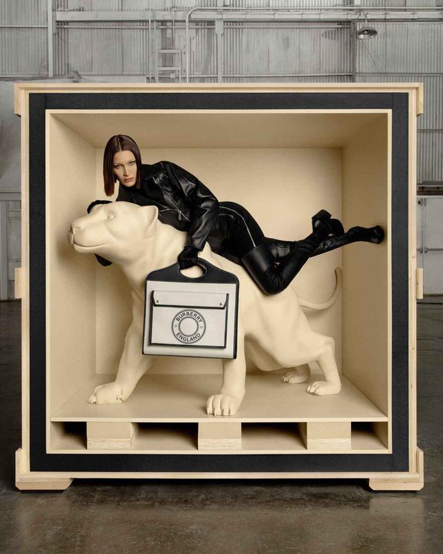 画像1: バーバリー、ベラ・ハディッドを起用した初のバッグキャンペーン