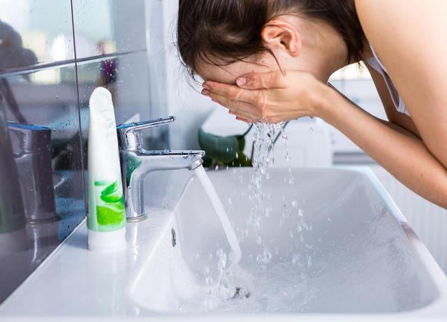 画像: 1.クレンジング、洗顔を徹底する