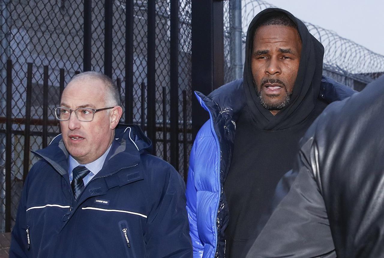 画像: R.ケリーと彼の担当弁護士スティーブ・グリーンバーグ。