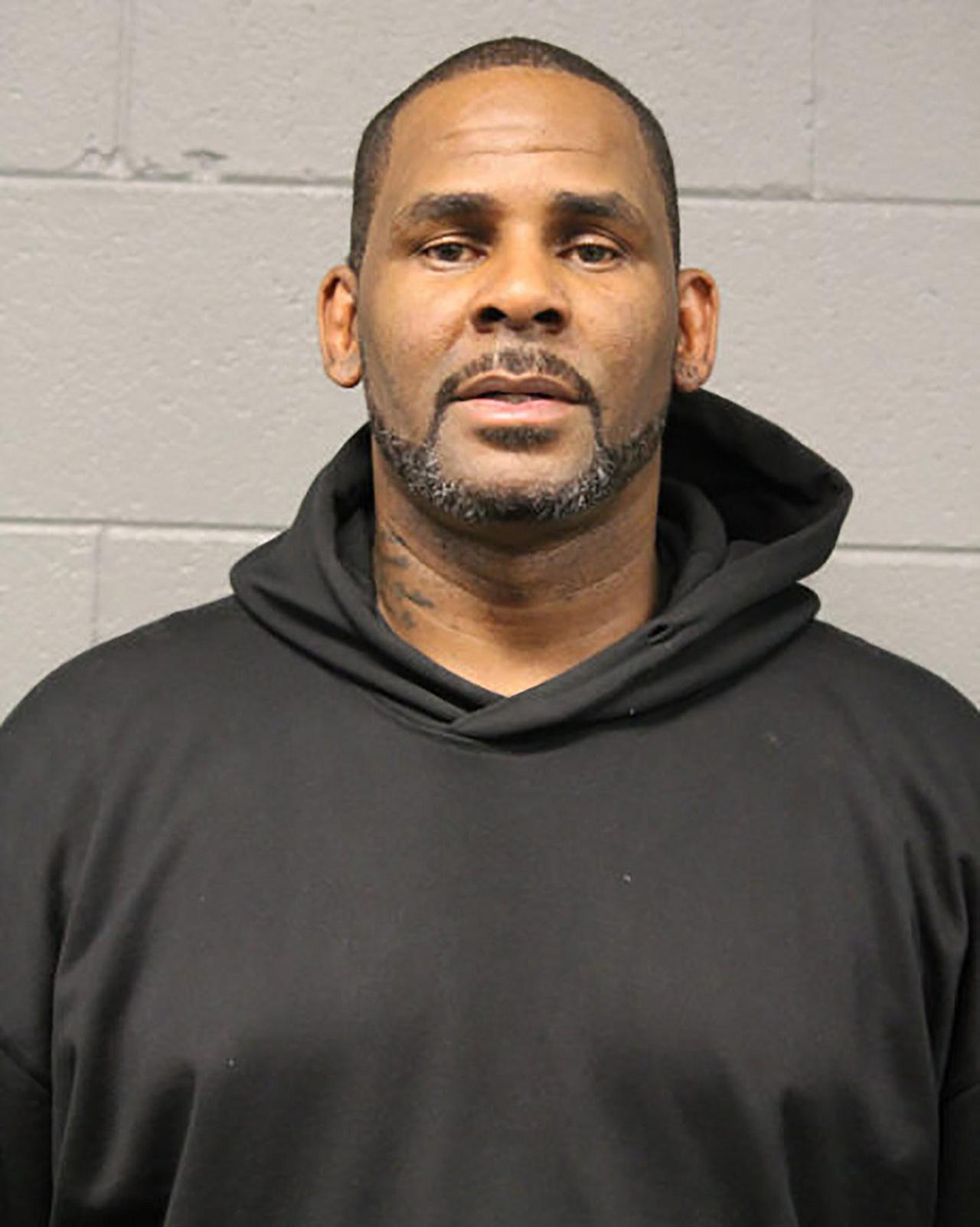 画像: 2019年2月に公開されたR.ケリーの逮捕写真。