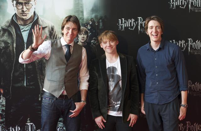 画像: ジョージ役のオリバー(左)、弟ロン・ウィーズリー役のルパート・グリント(中央)、フレッド役のジェームズ(右)。