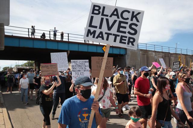 画像: 8月29日に行なわれたケノーシャでのブラック・ライヴズ・マターのデモの様子。