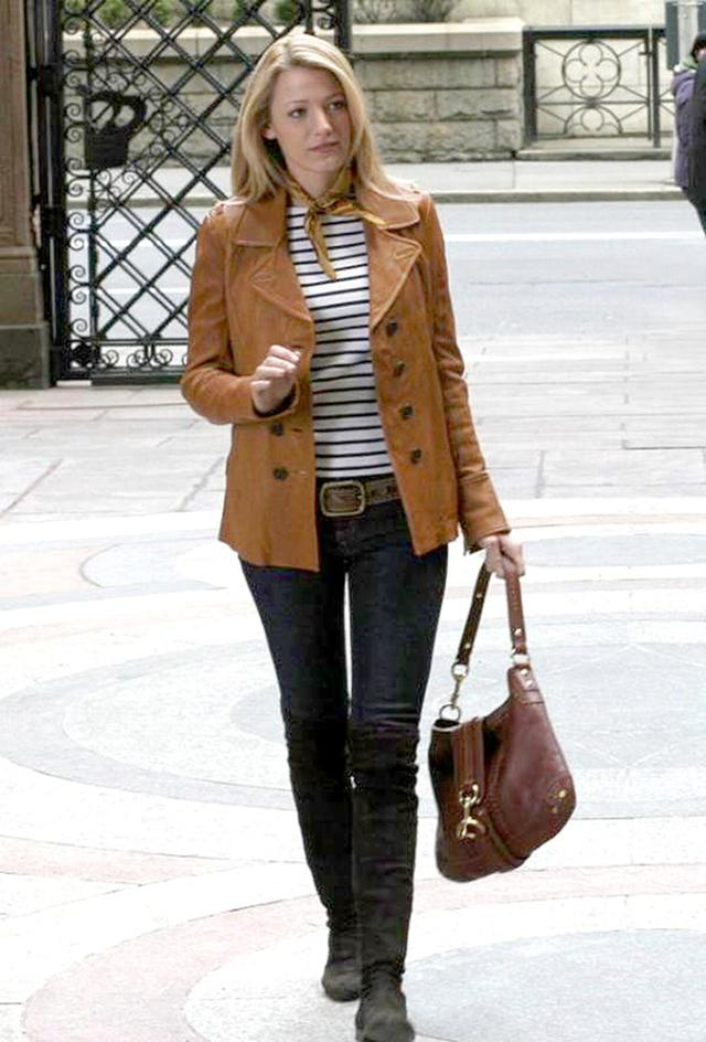 画像: 第1話のオープニングシーン以外でも『ゴシップガール』でブレイク演じるセリーナがジュリアナが所有しているのと同じCoachのバッグを持つシーンがあった。