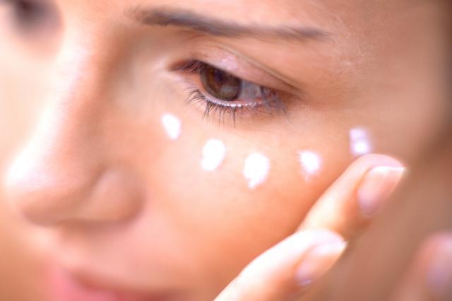 画像1: マスクで際立つ目元を集中ケア
