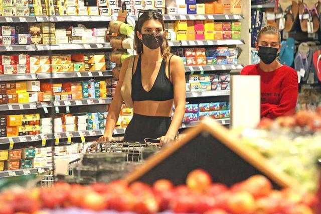 画像1: 人気モデルコンビの姿をスーパーで発見