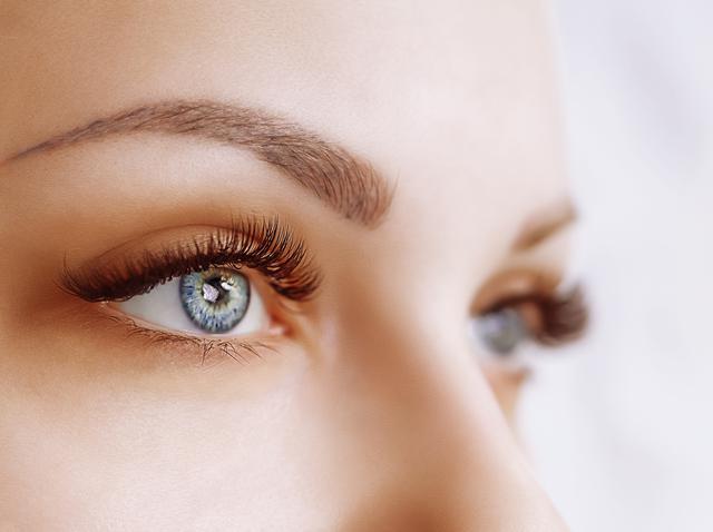 画像: ビューラーの使い方がカールの美しさを左右する