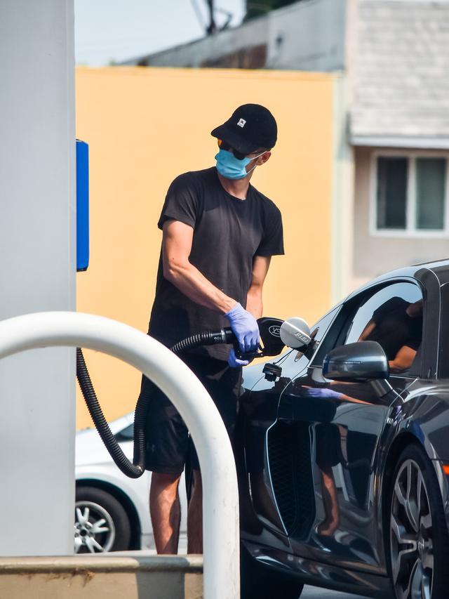 画像1: 感染対策バッチリでガソリン補給