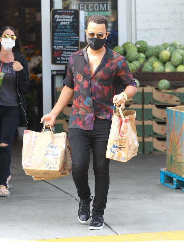 画像2: ジョン・レジェンドが1人でスーパーで買い物