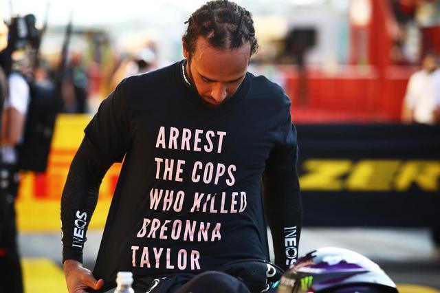 画像1: 多くの著名人が警官逮捕を求めている