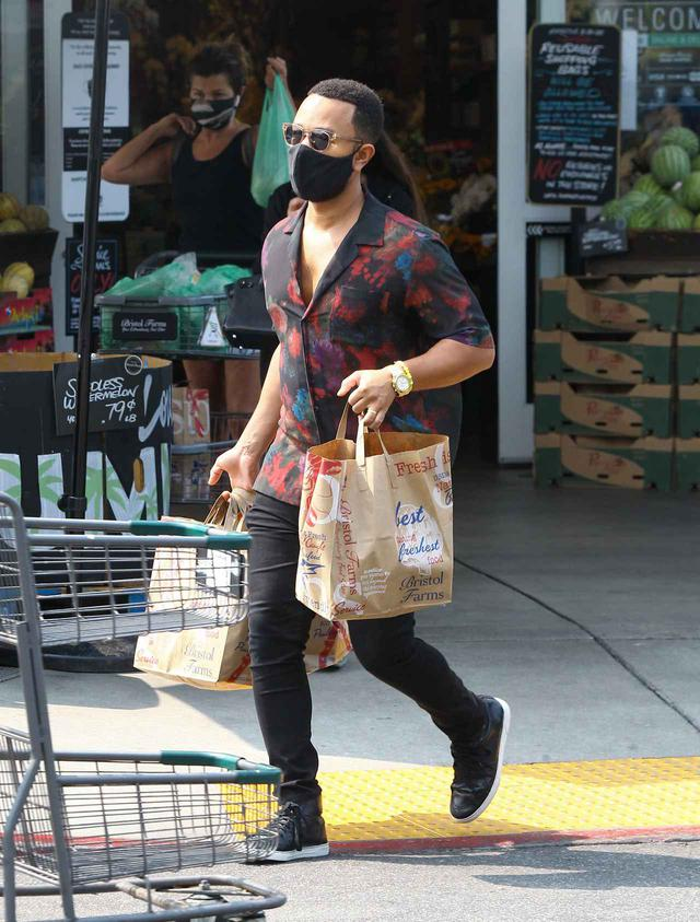 画像3: ジョン・レジェンドが1人でスーパーで買い物