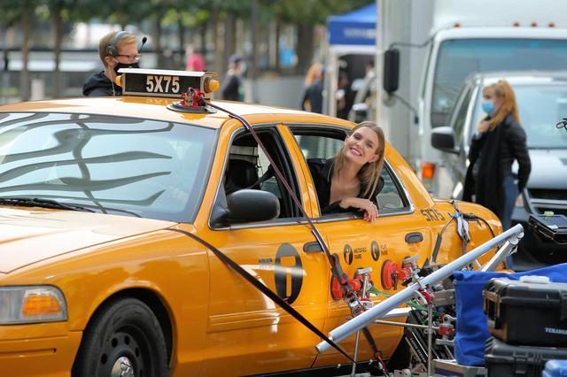 画像4: メイベリン広告撮影中のジョセフィン・スクライバーを激写