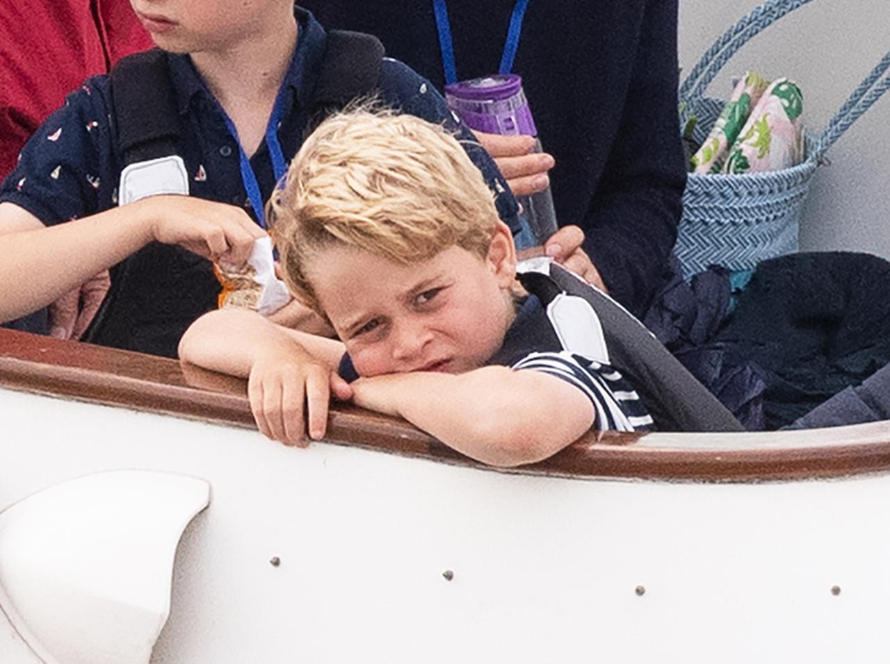 画像: ジョージ王子、4歳下弟ルイ王子に「ある事」で先を越されてムッとしてしまう - フロントロウ -海外セレブ情報を発信