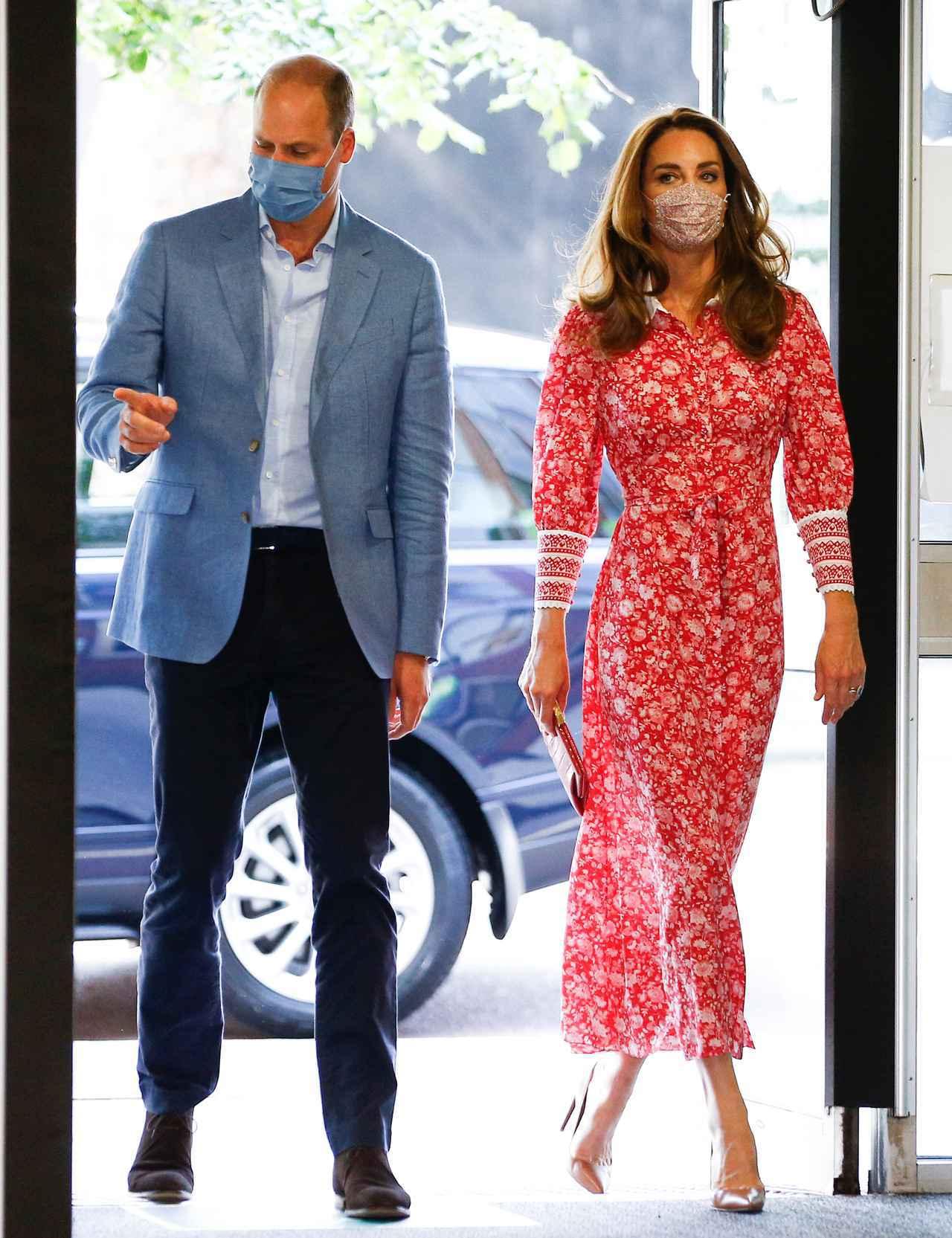 画像: シャーロット王女とルイ王子、あれにハマる