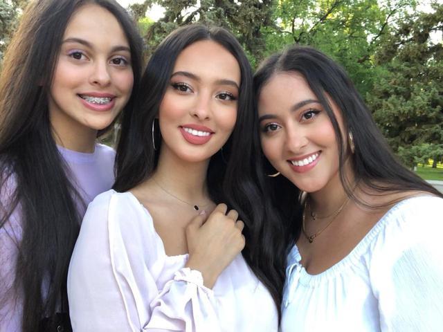 画像: フォージア(中央)のマネージャーを務める姉(右)もキレイな美人姉妹!