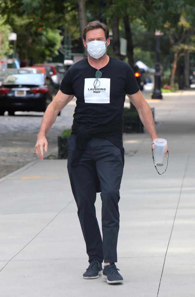 画像1: 散歩中のヒュー・ジャックマンをキャッチ