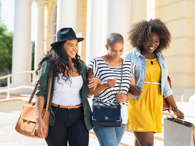 """画像: 女性を""""正しく""""描こう、広告主達が女性の描き方を変える「SeeHer」ムーブメントを巻き起こす - フロントロウ -海外セレブ情報を発信"""