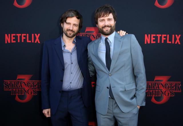 画像: 『ストレンジャー・シングス』を手がけるマット(左)とロス(右)のダファー兄弟。