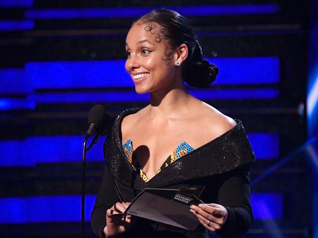 画像: 第62回グラミー賞の司会を務めたシンガーのアリシア・キース