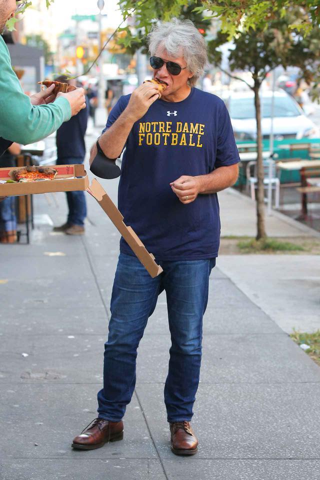 画像2: ジョン・ボン・ジョヴィが立ち食いピザ