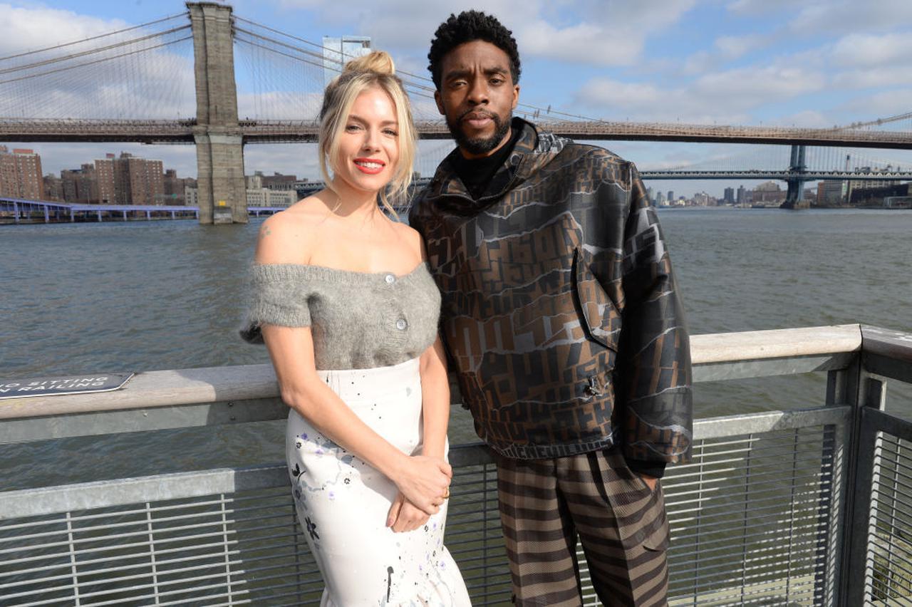 画像: 2019年11月、ニューヨークで行なわれた『21ブリッジス』のフォトコールにて