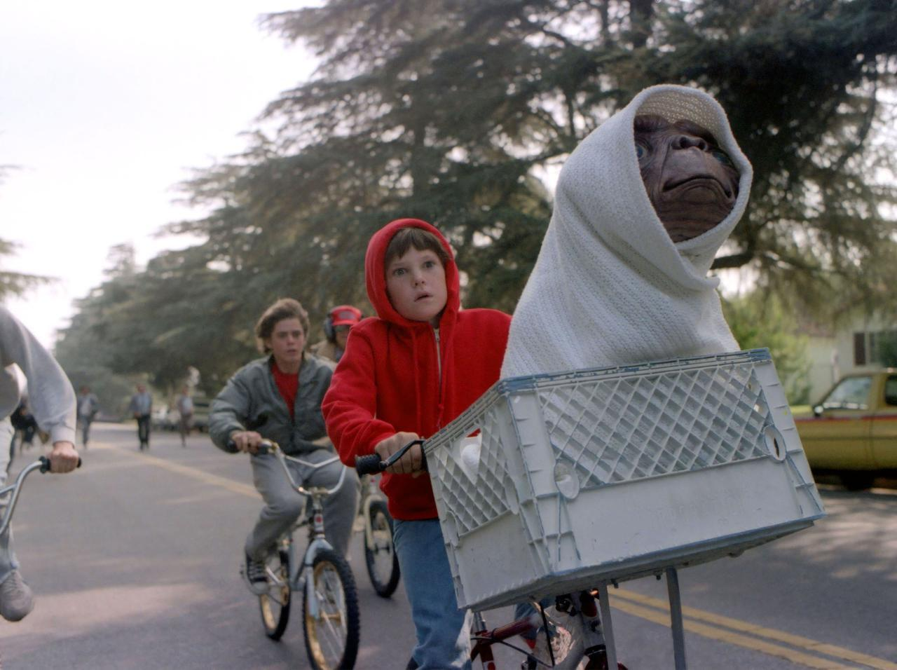 """画像: 『E.T.』子役達のためにスティーブン・スピルバーグ監督が行なった""""1つの工夫"""" - フロントロウ -海外セレブ情報を発信"""