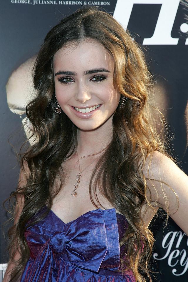画像: リリーは2008年に開催された Young Hollywood Awardにて、最も優れた新人のレッドカーペット特派員に授与される「Newest Red Carpet Correspondent」賞を受賞した。