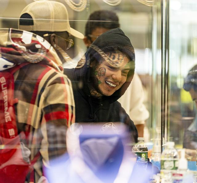 画像: テカシ・シックスナインが入院と報道