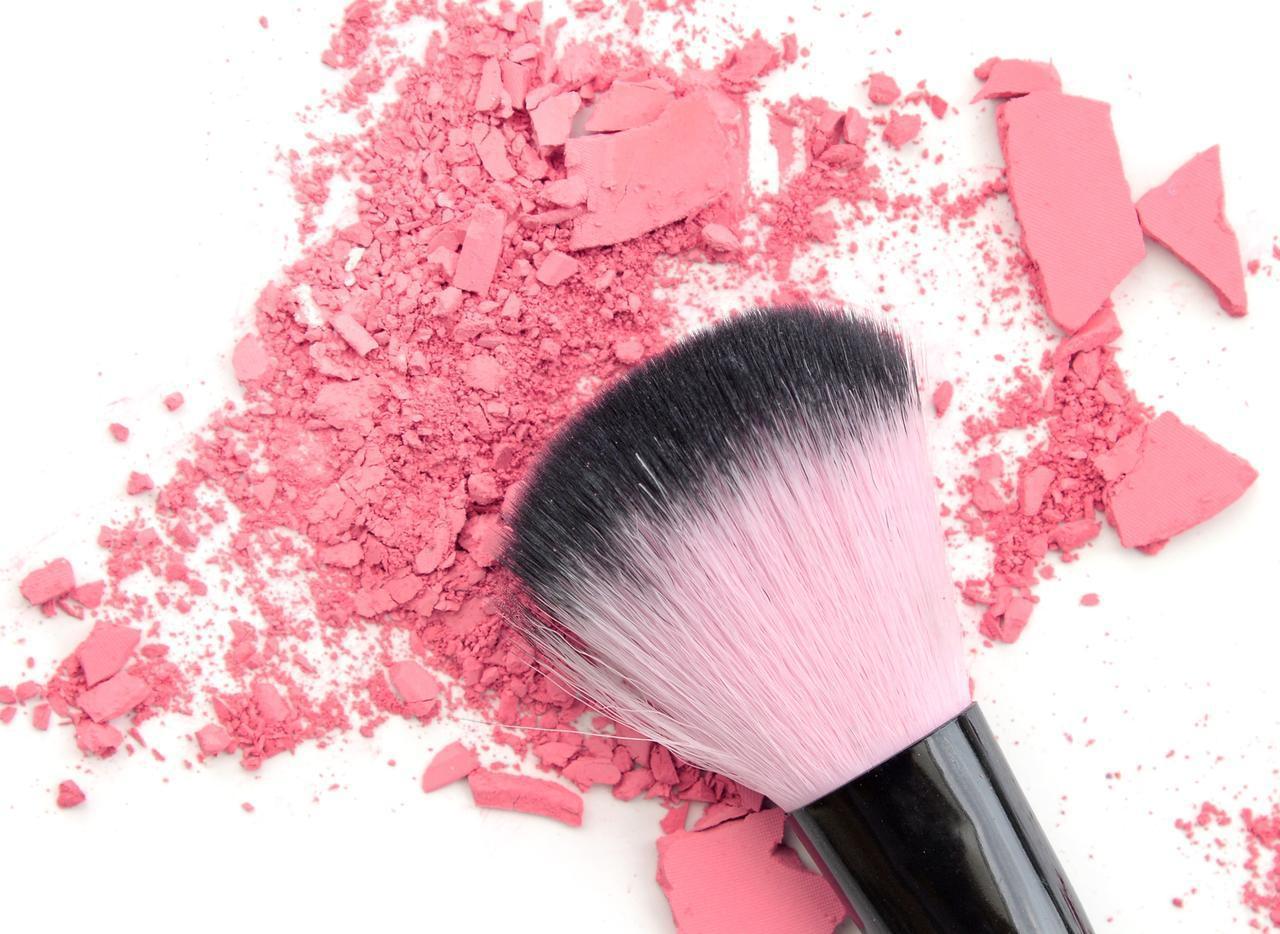 画像: ふわっと華やか「ピンクチーク×頬の真ん中」