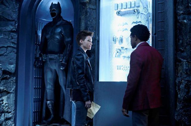 画像2: BATWOMAN TM & © DC. © 2020 Warner Bros. Entertainment Inc. All rights reserved. 『BATWOMAN/バットウーマン』<シーズン1>8/19からDVDレンタル&配信スタート