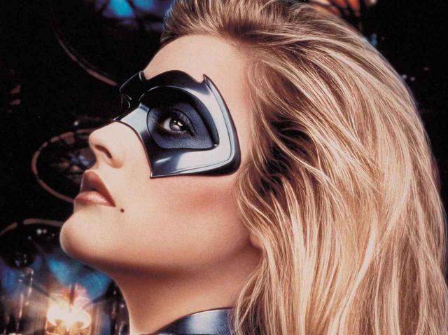 """画像: DCコミックス俳優の「セクハラ対処法」バットガールでなく""""ファットガール""""と呼ばれた過去 - フロントロウ -海外セレブ情報を発信"""