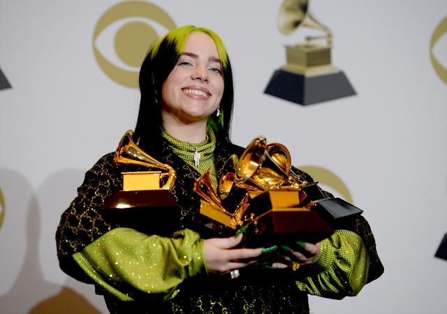 画像1: グラミー賞5冠を達成したビリー・アイリッシュ