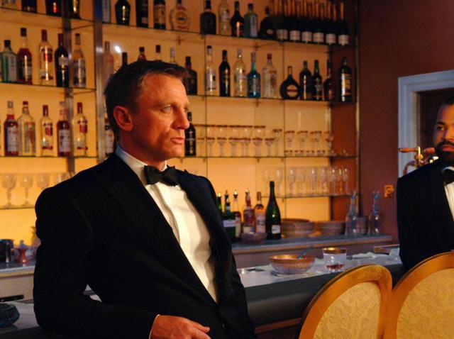 画像: 『007』のジェームズ・ボンドがマティーニをステアではなくシェイクで飲むのはなぜ? - フロントロウ -海外セレブ情報を発信