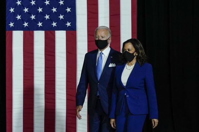 画像: 民主党のバイデン大統領候補と、ハリス副大統領候補。