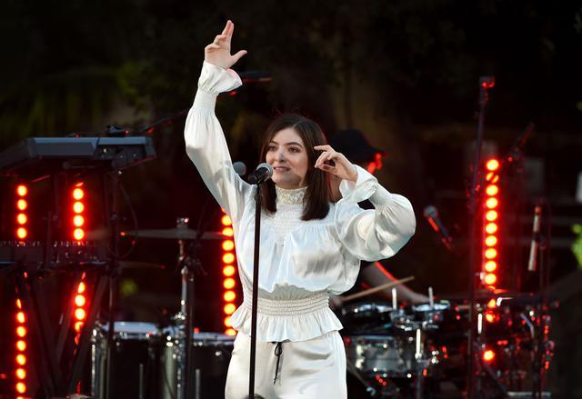 画像: シンガーのロード(Lorde)。2013年にリリースしたデビュー・アルバム『ピュア・ヒロイン(Pure Heroine)』の収録曲「ロイヤルズ」が大ヒットし、第56回グラミー賞で最優秀楽曲賞、最優秀ポップ・ソロ・パフォーマンス賞を受賞した。