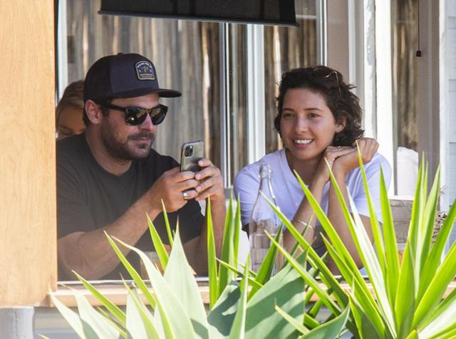 画像: ザック・エフロン、カフェ店員の新恋人と引き合わせたのは女性の上司だった - フロントロウ -海外セレブ情報を発信