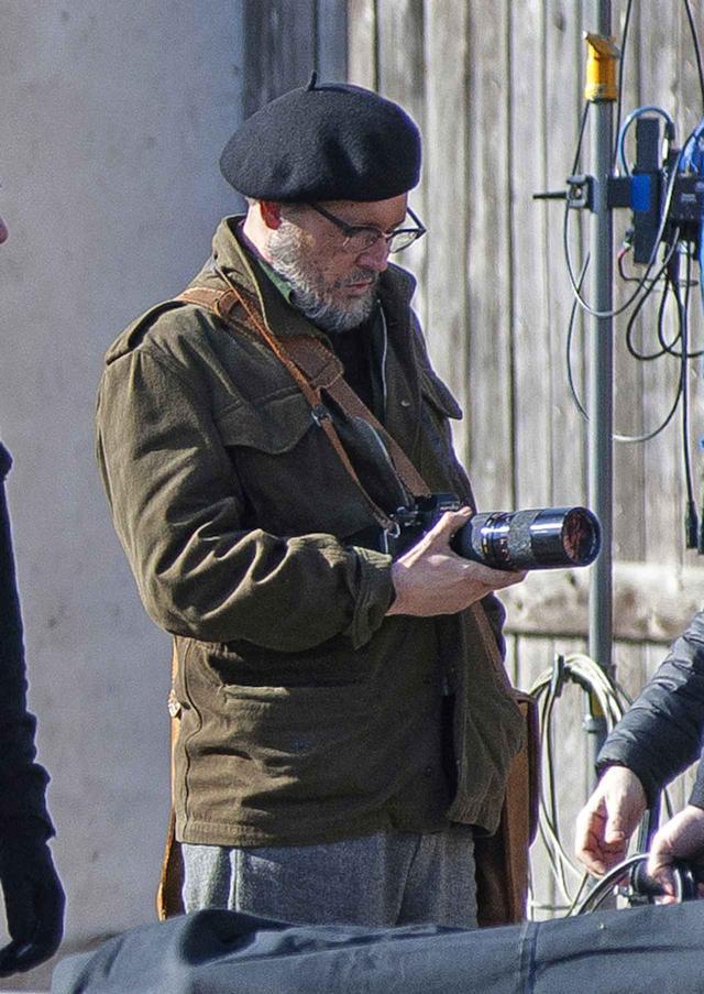 画像: 撮影中のジョニー。
