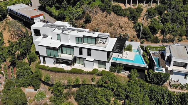 画像: アリアナがロサンゼルス近郊の高級住宅街ハリウッドヒルズに約14億6,000万円で購入した豪邸。