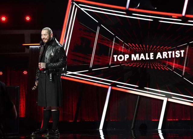 画像1: スピーチの内容だけでなく「衣装」にも注目が集まる