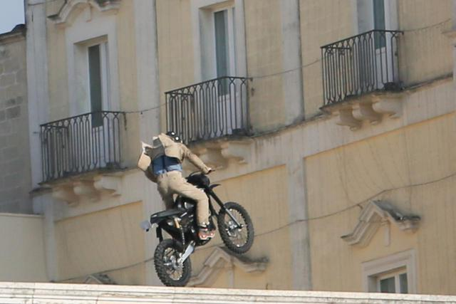 画像: ダニエル考案のバイクスタントの対策