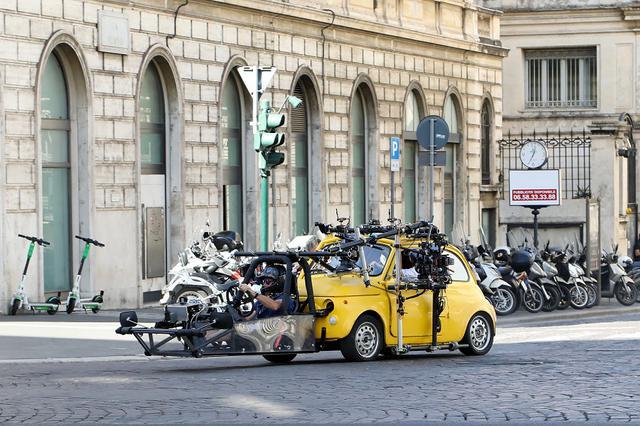 画像4: ローマ市内でカーアクションシーンの撮影も