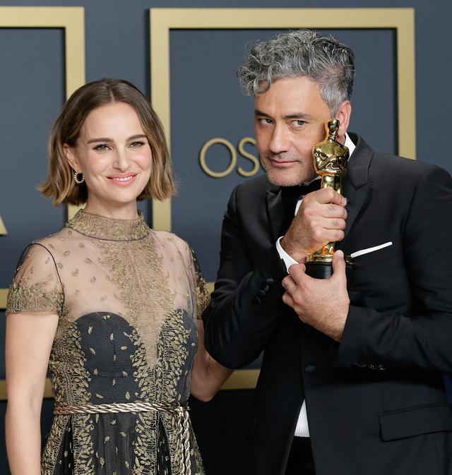 画像: 2020年1月に開催されたアカデミー賞にて、タイカ・ワイティティ監督と。