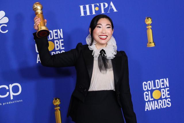 画像: 主演映画『フェアウェル』で第77回ゴールデングローブ賞主演女優賞(ミュージカル・コメディ部門)を受賞したオークワフィナは、現在ウォルト・ディズニー・スタジオが制作中の『リトル・マーメイド』の実写版映画でもカモメのスカットルの声を演じる。