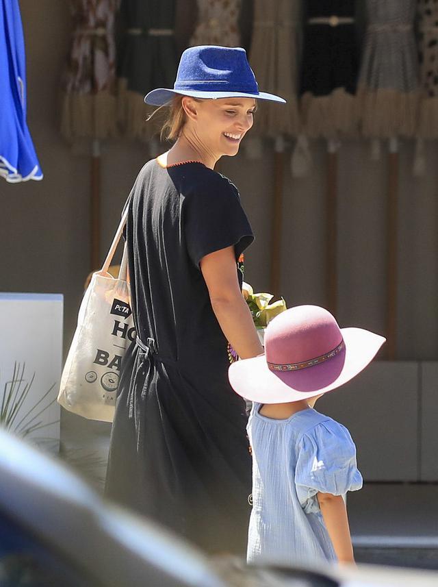 画像: オーストラリアには家族も同伴しているナタリー。