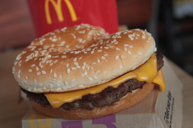 画像: ハンバーガーを注文したはずが…