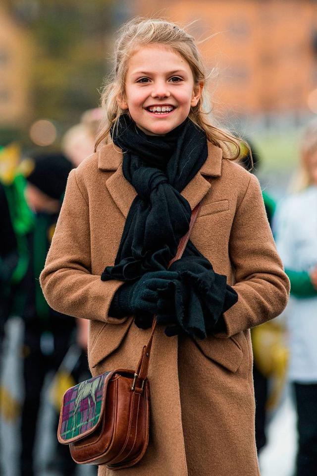 画像3: スウェーデン王室の王女母娘の「リンクコーデ」に熱視線