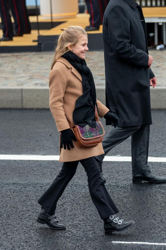 画像4: スウェーデン王室の王女母娘の「リンクコーデ」に熱視線