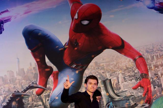 画像: トム・ホランドが『スパイダーマン3』の撮影地に到着