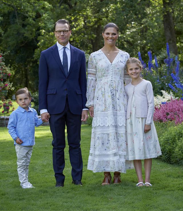 画像5: スウェーデン王室の王女母娘の「リンクコーデ」に熱視線