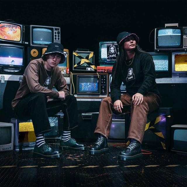 画像1: ドクターマーチンが、90年代を象徴するブランドX-girlとコラボ
