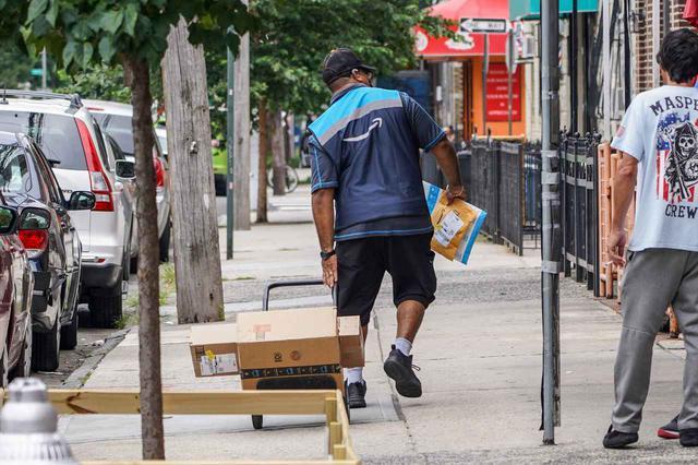 画像: アマゾン配達員の身に災難が降りかかる